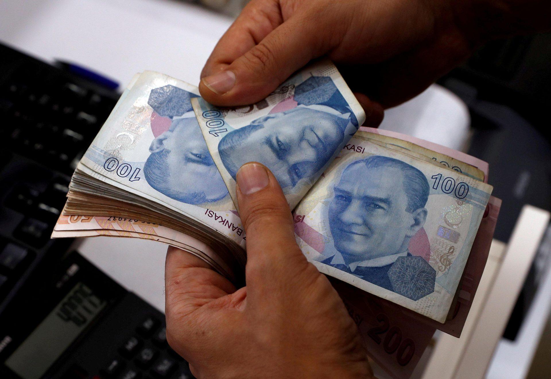 Bankalar borçları ötelerken faizini de unutmamış!