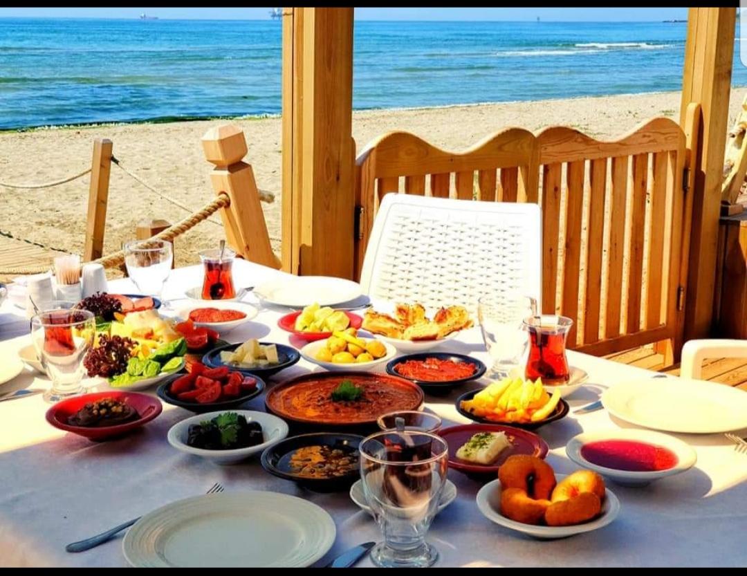 sahilde kahvaltı