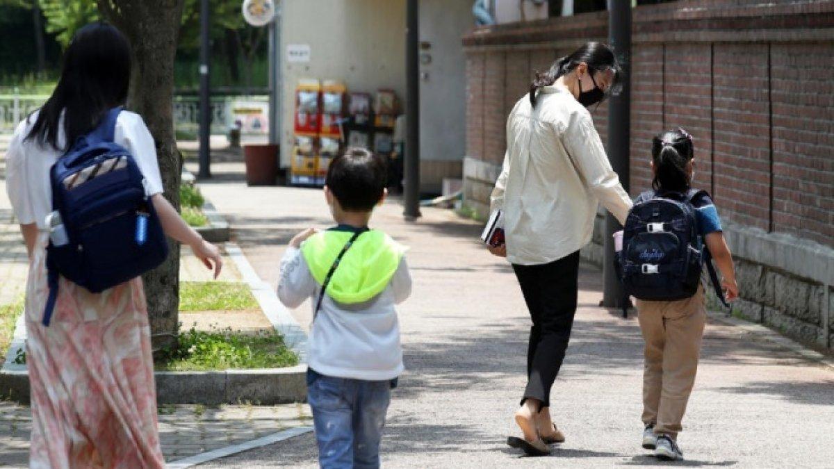 İkinci dalga fena vurdu önlemler artırıldı: Okullar tekrar kapatıldı